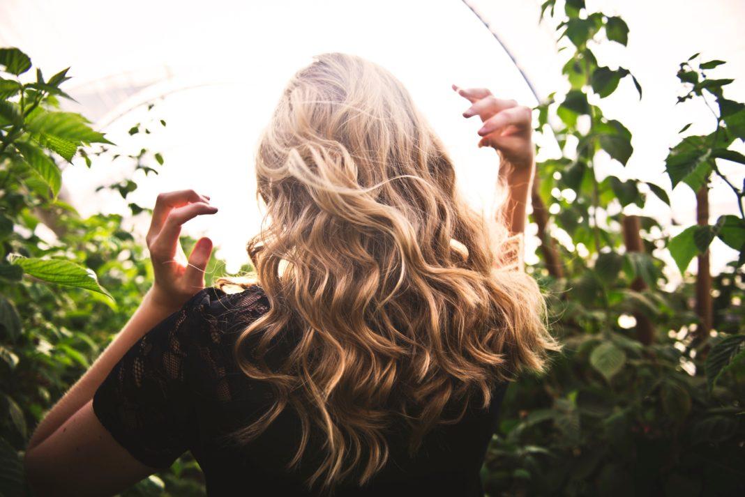 La Nouvelle Tendance Balayage Cheveux le Foilyage