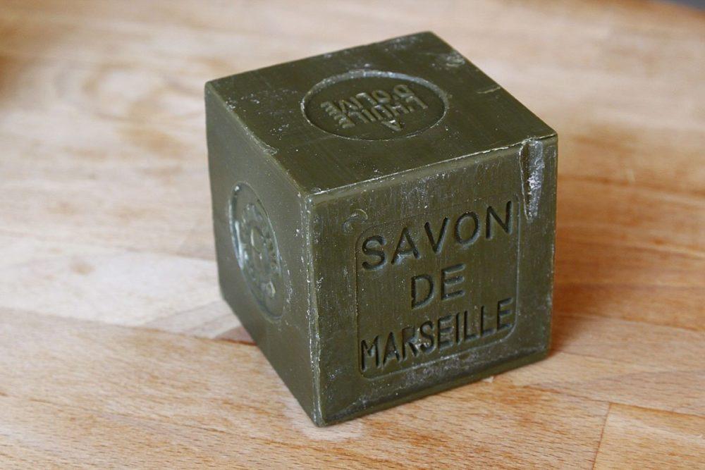 nettoyer sa semelle de fer a repasser avec savon de marseille