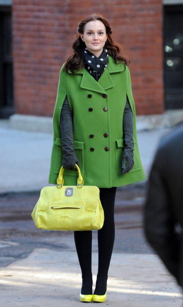 Le manteau cape : intemporel et confortable