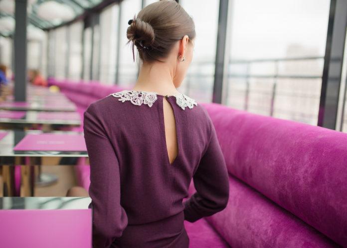 Comment porter une robe violette Idées de tenues et conseils