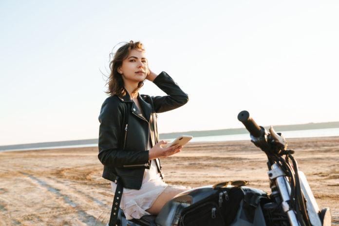 Blouson moto pour femme comment le porter avec style et féminité