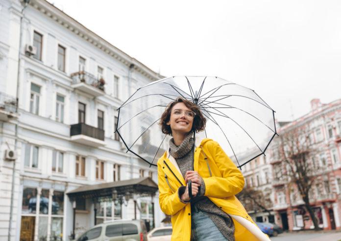 4 manteaux de pluie pour femme et conseils pour bien les porter
